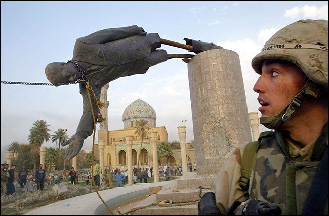 statue of Saddam pulled down ealry in the war